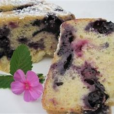 Melt in Your Mouth Blueberry Cake: Fabulous! Just Desserts, Delicious Desserts, Yummy Food, Yummy Treats, Sweet Treats, Peanut Butter Mug Cakes, Cake Recipes, Dessert Recipes, Recipes