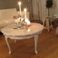 Licht grijs geschilderde queen ann tafel.