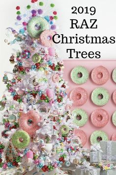 Here's some inspiration for your Christmas Tree | Christmas Decorations | Christmas Ornaments | Christmas Tree Ornament | Donut Ornament | Trendy Tree home decor custom home decor  diy crafts holiday home decor #christmas #christmastree #trendytree Country Christmas Trees, Christmas Tree With Snow, Christmas In Paris, Whimsical Christmas, Christmas Tree Themes, White Christmas, Christmas Tree Ornaments, Christmas Wreaths, Holiday Decorations