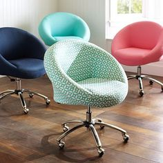 Egg Desk Chair #potterybarnteen - new office chair. I need this so badly!!