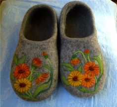 even more felt projects middle school Felted Slippers Pattern, Knitted Slippers, Wool Shoes, Felt Shoes, Wet Felting, Needle Felting, Nuno, Crochet Baby Shoes, How To Make Shoes