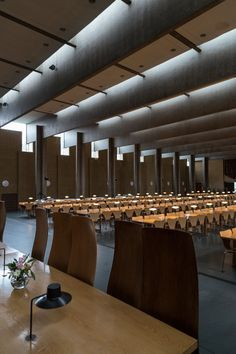 The architect of St. Catherine's, Arne Jacobsen, designed the college both to reflect elements of a traditional Oxford college and to be an entirely modern solution to the challenge of creating an integrated environment which would be both practical and a