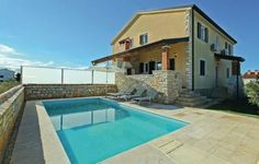 Holiday home Lovrecica Vladimira Nazora Lovrecica Featuring an outdoor pool, Holiday home Lovrecica Vladimira Nazora is a holiday home located in Lovre?ica in the Istria Region. Guests benefit from terrace and a year-round outdoor pool.