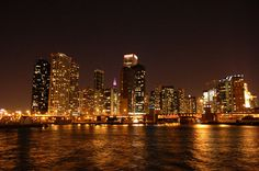 Chicago Sunset Dinner Cruise with Buffet | American Holidays