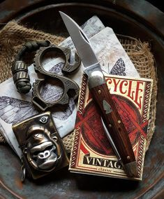 """Kōch Tools Co. on Instagram: """"#Repost @susrage - - - - - - Vintage #edc #everydaycarry #edcgear #gentlemanscarry #knife #knifecommunity #knifeporn #knifephotography…"""" Knife Photography, Treasure Planet, Edc Everyday Carry, Pocket Knives, Edc Gear, Instagram Repost, Bushcraft, Swords, Weapons"""