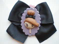 broche fimo by pillomimo,Elena Garcia Rizo, via Flickr Polymer Clay People, Cute Polymer Clay, Cute Clay, Polymer Clay Dolls, Polymer Clay Projects, Polymer Clay Charms, Polymer Clay Jewelry, Clay Crafts, Biscuit