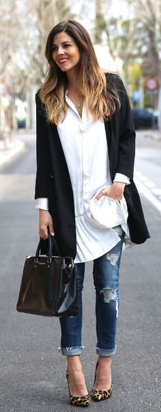 Natalia Cabezas is wearing a white dress from Buylevard, black blazer from Whiz, jeans from Pull & Bear, bag from Michael Kors and shoes from Más34