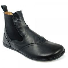 Bereits Mitte des 19. Jahrhunderts durch J. S. Hall,, den königlichen Schuhmacher von Queen Victoria entworfen, verdankt der moderne Stiefel seine ... Beatles, Minimalist Shoes, Chelsea Boots, Victoria, Ankle, Elegant, Dress, Black, Fashion