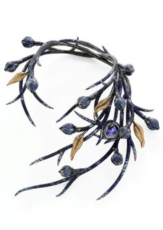 """Shaun Leane for Boucheron necklace. I see this and think """"tiara""""!"""