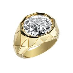 Alexandre Reza Yellow gold ring with 6,91 carats of 1 oval diamond.