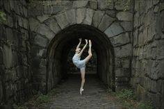 Stephanie - Fort Lee Historic Park, New Jersey. #Ballet_beautie #sur_les_pointes * Ballet_beautie,