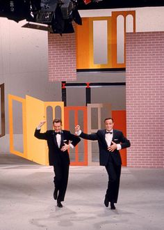 Gene Kelly and Donald O'Connor. I always preferred Donald O'Connor over Gene Kelley. Hooray For Hollywood, Hollywood Stars, Classic Hollywood, Old Hollywood, Gene Kelly, Fred Astaire, Classic Movie Stars, Classic Movies, Tap Dance