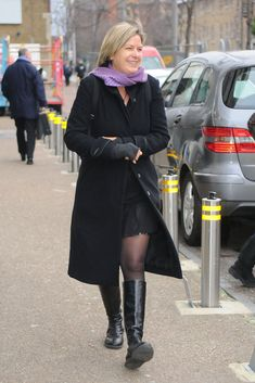 Penny Smith Photos: Bernie Nolan Leaves GMTV Studios Sexy Older Women, Sexy Women, Penny Smith, Black Leather Pencil Skirt, Tv Presenters, Cool Boots, Sexy Outfits, Gorgeous Women, Female