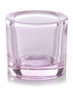 Deze kleine, kleurige juweeltjes van licht zijn het resultaat van de grondige kennis die we bij Iittala van glas hebben. Door de kleuren en de dikte van het glas lijkt de vlam nog meer te glinsteren en komt de gloed nog mooier uit. Je hebt keuze uit een groot spectrum aan kleuren en kunt je eigen combinatie voor elk seizoen en elke gelegenheid samenstellen.<br /><br />• Het gekleurde glas is door-en-door gekleurd, waardoor het glas jaar na jaar de mooie kleur behoudt – ook na gebruik in de…