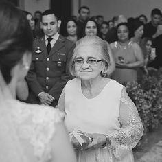 Vamos começar o ano com essa foto linda da avó da noiva! 😍 Esse look foi feito com a renda super delicada pra combinar com a dona Lília! ❤️ É muito bom fazer peças assim significativas, que marcam os dias especiais das pessoas! Que esse ano seja cheio de dias importantes, e roupas feitas com amor, que expressem quem somos e que a gente se sinta ainda mais linda, por dentro e por fora!... #atelienayararocha #clientesatelienayararocha #fashiondesign #avodanoiva #dress #wedding
