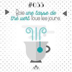 🍵 Jour 033 : Bois une tasse de thé vert tous les jours. Je suis une grande fan du Thé vert.  Pas pour l'amour du goût – pas moyen ! 🌷 J'en bois parce que l'on nous dit partout que c'est bon pour nous.  Mais récemment, j'ai décidé de me pencher un peu plus sur la question pour tenter de savoir pourquoi le thé vert est si bon pour nous. 🍀 Voici quelques uns de ses avantages :  Le thé vert a été utilisé comme un médicament pendant des milliers d'années,  Perte de poids :  Le thé vert…