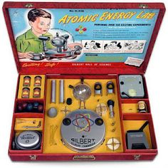 'Explore The Secrets Of The Atom' - The Gilbert Atomic Energy Lab - a toy lab set produced by Alfred Carlton Gilbert, inventor of the well-known Erector Set. Released by the A. Gilbert Company in 1950 it was designed to allow children to. Pub Vintage, Photo Vintage, Vintage Space, Vintage Items, Chemistry Set, Arte Nerd, Weird Toys, Creepy Toys, Retro Vintage