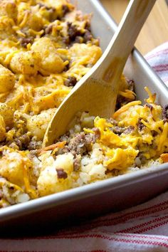 This Hillbilly Hamburger Casserole is simple, tasty and filling and only 5 ingredients! Perfect for a quick snack or meal. This Hillbilly Hamburger Casserole is simple, tasty and filling and only 5 ingredients! Perfect for a quick snack or meal. Carne Picada, Ground Beef Recipes, Ground Beef Dishes, Ground Meat, Casserole Dishes, Beef Casserole Recipes, Brenda, Food Dishes, Main Dishes