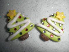 These Christmas trees would make awesome bow centers/charms/pins/magnets/or whatever else you can think of.