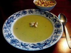 Recept na krémovou pórkovou polévku, která chutná jako od babičky. Recept s bramborami a smetanou, podáváme s opraženou houstičkou. Čtěte! Cheeseburger Chowder, Fondue, Soup, Ethnic Recipes, Soups
