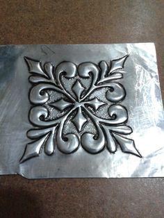 Esquina para espejo. ..Galy Rodriquez Tin Foil Art, Aluminum Foil Art, Aluminum Cans, Tin Can Art, Tin Art, Copper Wire Crafts, Metal Crafts, Pewter Art, Pewter Metal