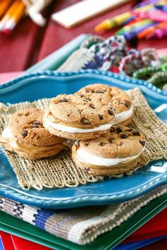 Fluffernutter Chocolate Chip Sandwich Cookie - peanut butter and marshmallow creme between chocolate chip cookies! Homemade Desserts, No Bake Desserts, Delicious Desserts, Delicious Dishes, Sweet Recipes, Snack Recipes, Dessert Recipes, Cookie Sandwiches, Deserts