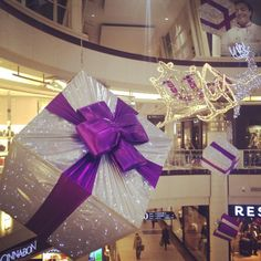#christmas #in #galeriamokotow #gifts #prezenty #christmastree #purple #design #warsaw #warszawa #nice #pin