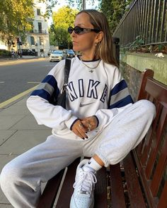 After some squirrel watching at the Hyde Park 🐿 Lazy Outfits, Cute Casual Outfits, Retro Outfits, Mode Outfits, Vintage Outfits, Outfits With Hoodies, Tomboy Outfits, Aesthetic Fashion, Aesthetic Clothes
