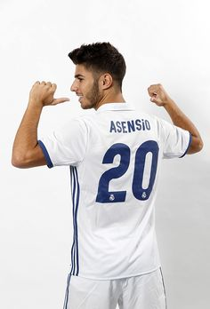 MADRID, SPAIN - AUGUST Marco Asensio of Real Madrid poses during his official presentation at Estadio Santiago Bernabeu on August 2016 in Madrid, Spain. (Photo by Angel Martinez/Real Madrid via Getty Images) Soccer Guys, Football Players, Real Madrid History, Real Madrid Players, Bernabeu, Best Football Team, Isco, Cristiano Ronaldo, Poses