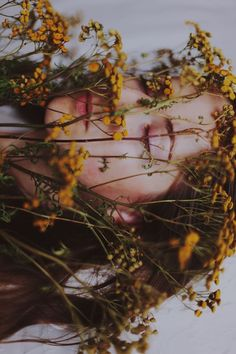 portrait photography in nature through wild flowers for boho bohemian shoot Vintage Photography, Creative Photography, Photography Poses, Self Portrait Photography, Ideas For Photography, Self Portraits, Funeral Photography, Feminine Photography, Creepy Photography