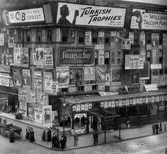Times Square, Metropole Hotel on and Broadway, New York City 1909 Times Square, Vintage Photographs, Vintage Images, Vintage Signs, Old Pictures, Old Photos, Retro Pictures, Photo New York, Vintage New York