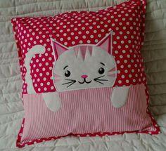 Cojinesneed to make pillows with the little heads of sheep, can't remember Quilt Baby, Cat Quilt, Cat Applique, Applique Quilt Patterns, Applique Designs, Patchwork Pillow, Quilted Pillow, Cat Cushion, Cushion Pillow