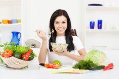 Dacă alegi alimente sănătoase şi cât mai puţin procesate vei avea surpriza să constaţi că poţi să mănânci fără să te înfometezi şi să slăbeşti! - Pagina 2 Help Losing Weight, Diet Plans To Lose Weight, Weight Loss Tips, Diet Soup Recipes, Healthy Dinner Recipes, Kombucha, Chicken And Shrimp Recipes, Dieta Detox, Weights For Women