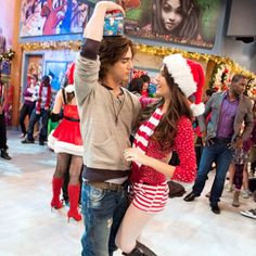 Am I the only one who shipped these two? Avan Jogia Victorious, Victorious Nickelodeon, Icarly And Victorious, Tori And Beck, Big Bang Theory Quotes, Nickelodeon Shows, Elizabeth Gillies, Victoria Justice, Summer Trends