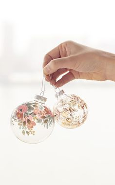 10 Gorgeous Homemade Ornaments You Can Make with Simple Glass Ornaments, DIY and Crafts, DIY Temporary Tattoo Ornaments Diy Christmas Baubles, Noel Christmas, Christmas Projects, All Things Christmas, Winter Christmas, Holiday Crafts, Christmas Decorations, Christmas Ideas, Homemade Christmas