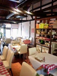 大正時代の古民家をリノベーションした店内はイタリアの雰囲気を味わえるインテリアに包まれている。料理を楽しむのはもちろん、空間もワクワク感あり。