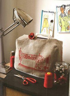 Capa para máquina de costura com bordado vermelho