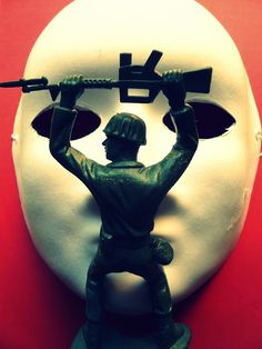 Who are you, man with a mask! #soldadodeplasticoverde