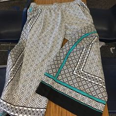 Pallazzo pants! Pair with Liz Claiborne teal tank top for a great office look. Written once! Liz Claiborne Pants Wide Leg