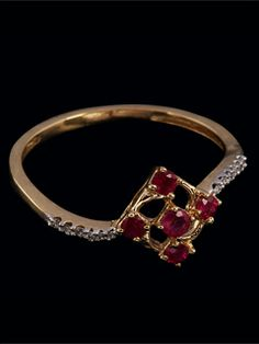 An Enticing Diamond Ring For The Lady Love. Propose Her With The Best.