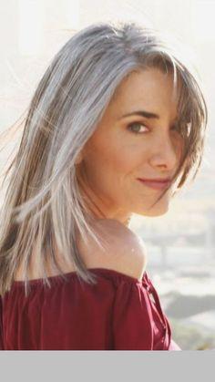 Silver Fox Hair Styles for Medium Texture, Wavy Hair Pelo Color Gris, Silver Fox Hair, Silver Foxes, Hair Cuts For Over 50, Long Gray Hair, Grey Hair In 40s, Hair Pictures, Style Pictures, Long Pictures
