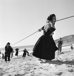 Here is an amazing collection of black and white vintage photos that captured everyday life in Portugal from between the and . Great Photos, Old Photos, Vintage Photos, Portugal, Black White Photos, Black And White Photography, Portraits, Expositions, Stanley Kubrick