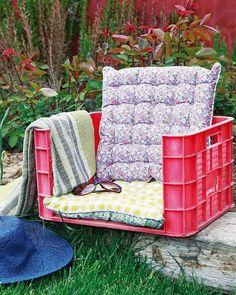 3 easy DIY garden projects - A shade cloth, a stool and a garden chair Diy Garden Furniture, Diy Outdoor Furniture, Diy Garden Projects, Furniture Projects, Garden Ideas, Easy Projects, Outdoor Chairs, Outdoor Play, Unique Furniture