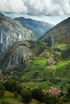 Beges, Cantabria   Spain (by Slawek Staszczuk)