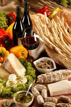 Italian Food & Wine Pairings. Never forget the bread!