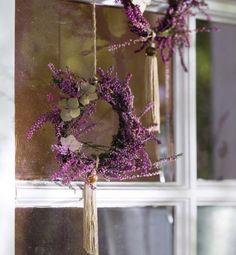 fenster deko herbst mini kränze lavendel schnur