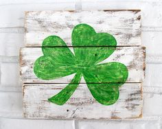 This sign features a hand-painted shamrock on reclaimed pallet wood by VintageSignDesigns. Nature Decor, Boho Decor, Wood Pallets, Pallet Wood, Reclaimed Wood Signs, Wooden Walls, Garden Quotes, Hand Painted, Rustic