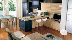 Halványsárga és kék konyhabútor kombináció