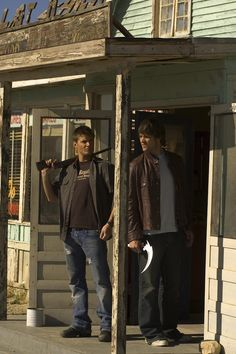 『Season 1 Promotional Photos Part 5』 Jensen Ackles & Jared Padalecki as Dean & Sam Winchester |