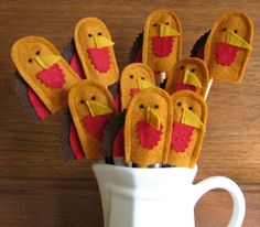 Learn about the origin and history of 39 Fun Thanksgiving Crafts for Kids, or browse through a wide array of 39 Fun Thanksgiving Crafts for Kids-themed crafts, decorations, recipes and more! Diy Arts And Crafts, Fall Crafts, Holiday Crafts, Holiday Fun, Kids Crafts, Holiday Ideas, Thanksgiving Food Crafts, Thanksgiving Blessings, Thanksgiving Cards